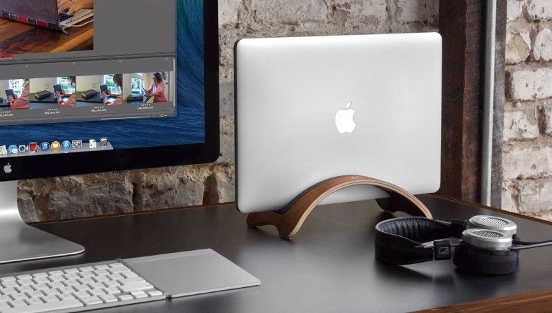 Apple macbook air holder bamboo wood wooden base desktop stand by YIMOWOOD on Etsy https://www.etsy.com/listing/202138392/apple-macbook-air-holder-bamboo-wood