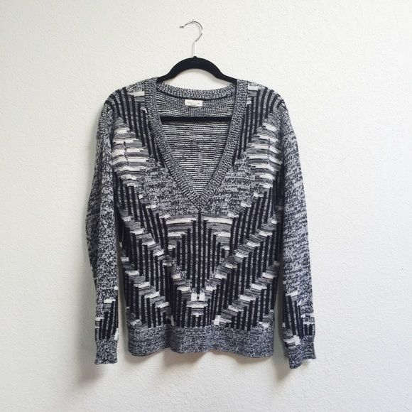 Silence and Noise Sweater from UO Thick sweater from urban outfitters. V  neckline. Urban