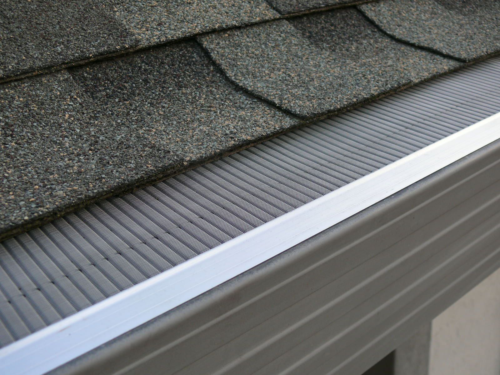 A Modern Use Of These Gutter Guard Systems In Seattle Is In Rain Harvesting By Filtering Out The Debris For Clean Cleaning Gutters Gutter Guard Gutter Screens