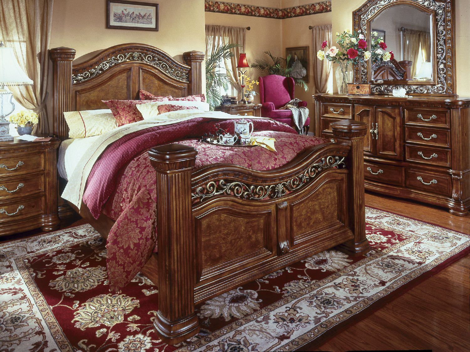 Cordoba 4-Piece Queen Poster Bedroom Suite at HOM Furniture ...