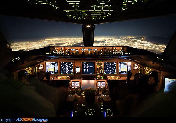 Flightdeck Boeing 777-FZN