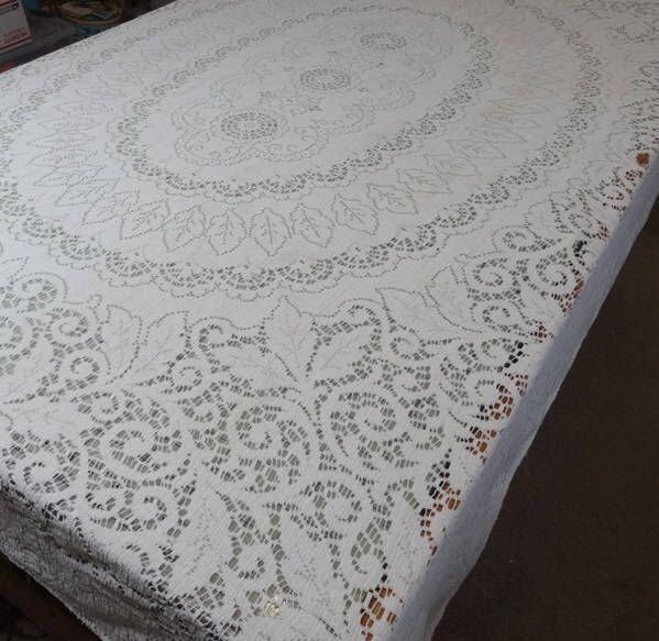 1960s Vintage Quaker Lace Tablecloth In Ivory Cotton For Upcycle