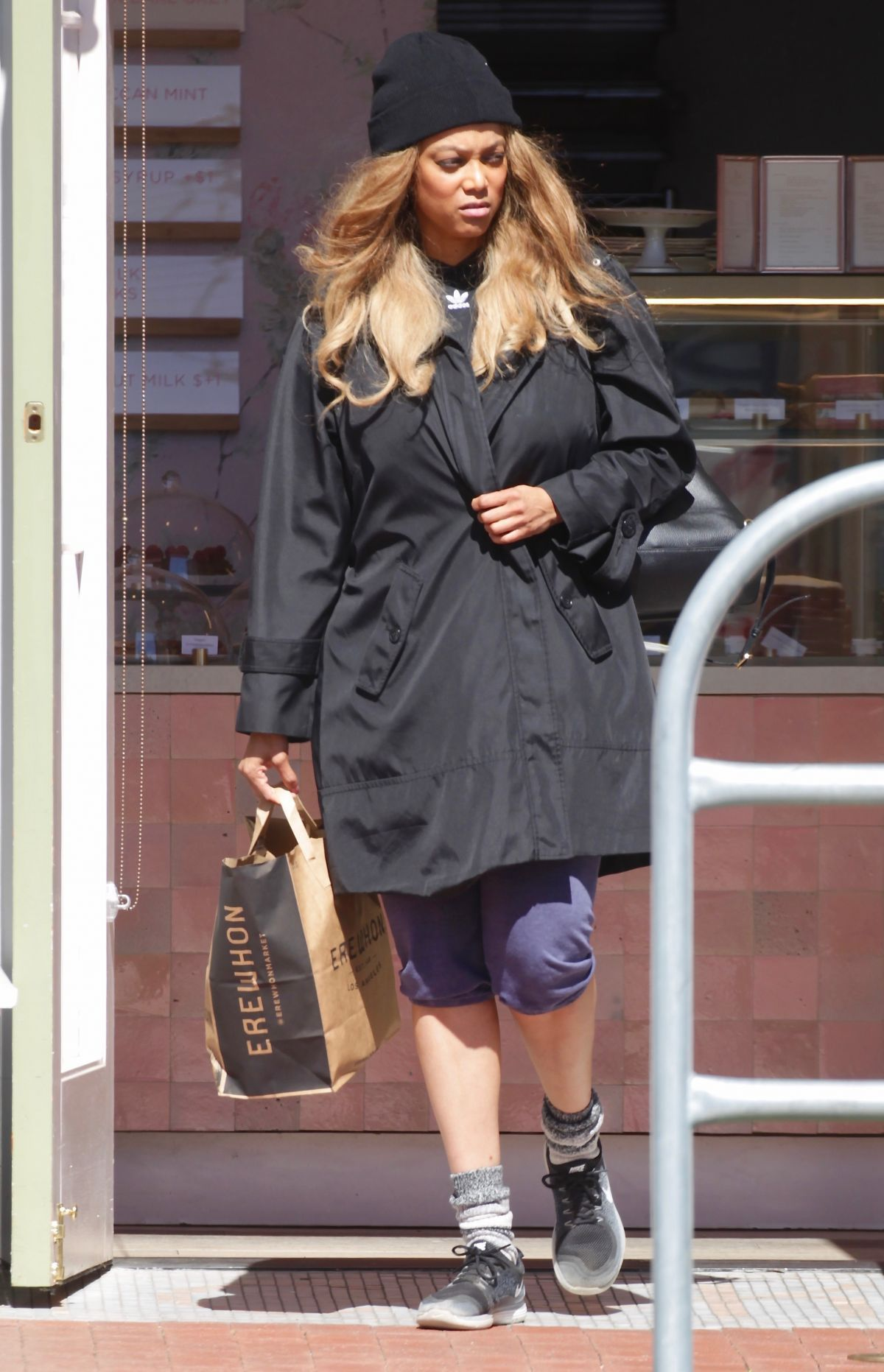 Tyra Banks Out Sopping In Los Angeles 03 25 2020 In 2020 Tyra Banks Tyra Hollywood Celebrities