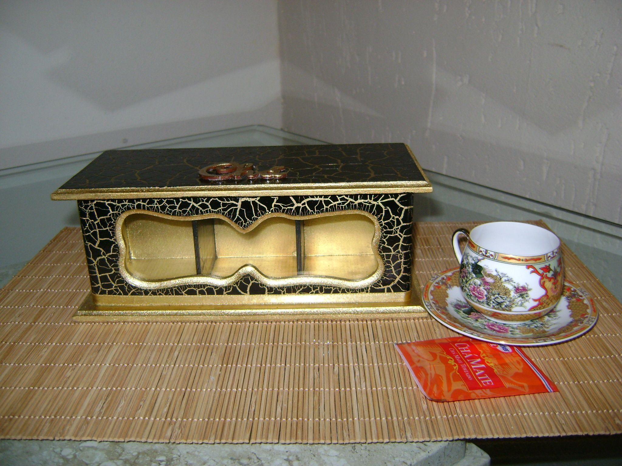 Porta chá preto e dourado.Que tal reunir umas amigas para um chá da tarde?
