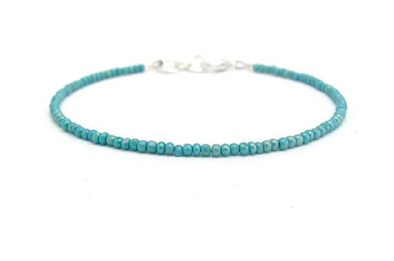 He encontrado este interesante anuncio de Etsy en https://www.etsy.com/es/listing/210413445/friendship-bracelet-turquoise-friendship