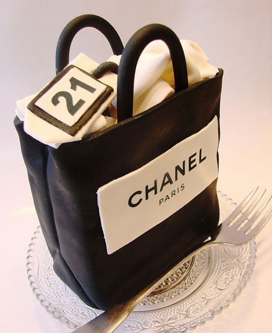 Chanel purse cake!  I can't wait for my next excuse to make this! Maybe I will have the girls over after the holidays to do a gift/accessories swap.  FUN!!