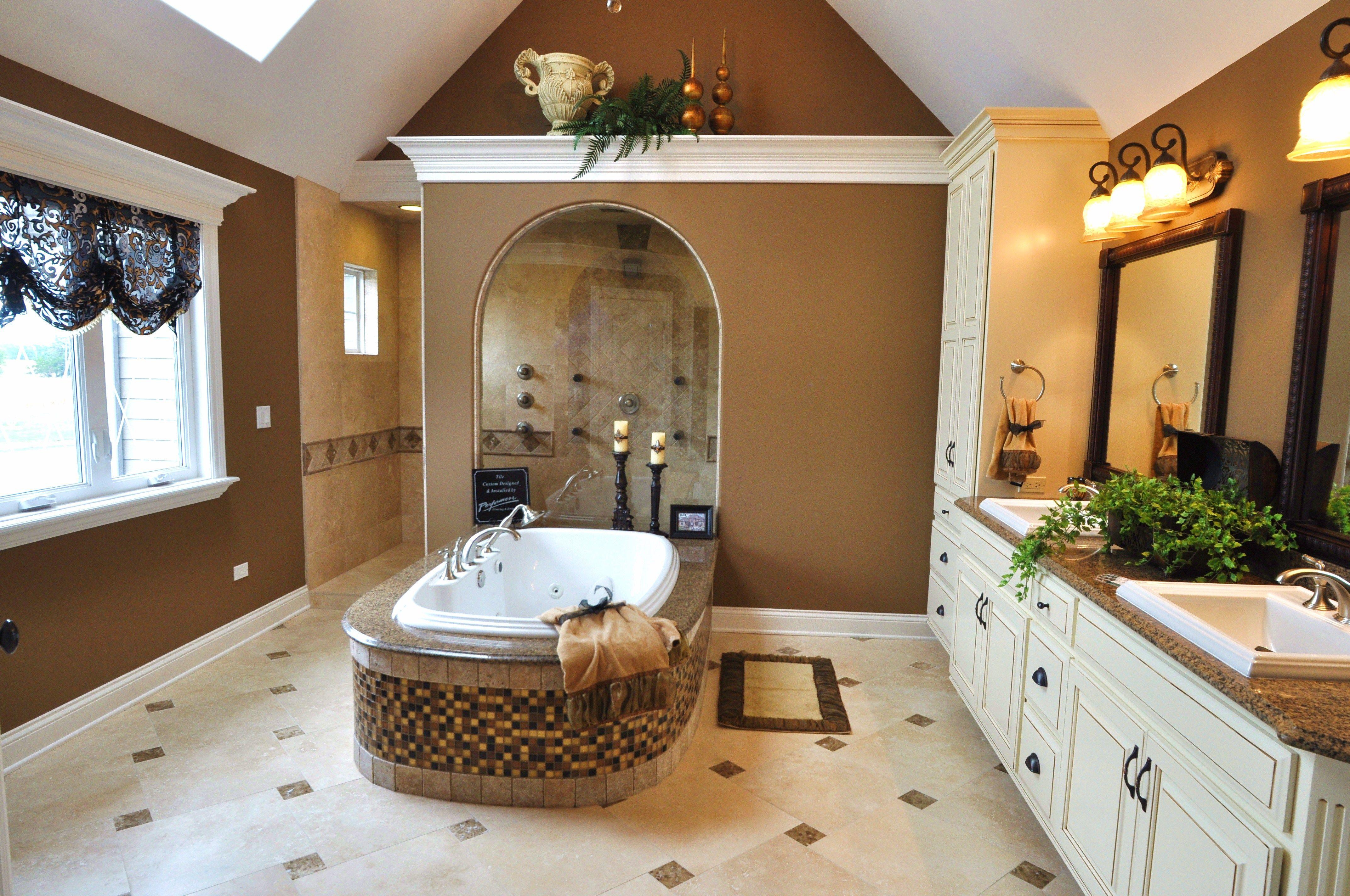 Beautiful Natural Master Bathroom Ideas: Plenty Of Natural Light // Huge Master Bathroom With Rich