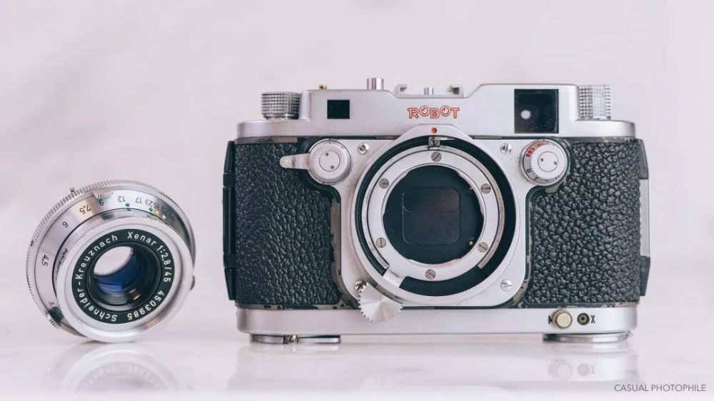 Robot Royal 24 Review a Square Format 35mm Film Camera
