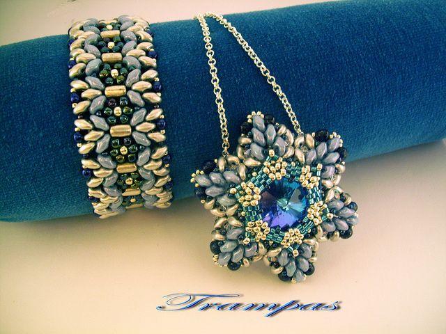 Pulsera Margarita y Franzia Flower | Flickr - Photo Sharing! - flot vedhæng med rivoli i lyseblå og superduo perler