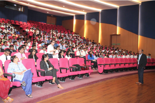 It was a fortunate day for all BTech Final year students of ITM University, Gurgaon to listen to Mr Niraj Kumar, Director Deloitte. Mr Kumar flew from Bangalore to meet our students on our special request and was kind enough to drop in along with the Deloitte HR In-charge for Campus hiring, Ms Anjali Thakur.