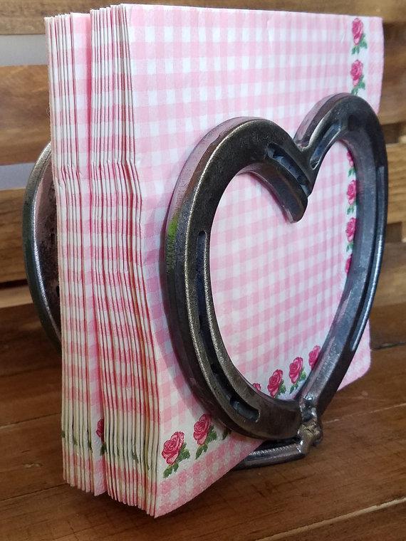 Horseshoe heart napkin holder napkin holder kitchen for Horseshoe kitchen decor