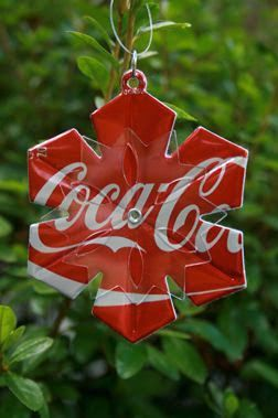 30 amazing recycled diy christmas ornaments do it yourself ideas cute and easy diy snowflake ornaments from soda pop cans use sizzix big shot machine solutioingenieria Image collections