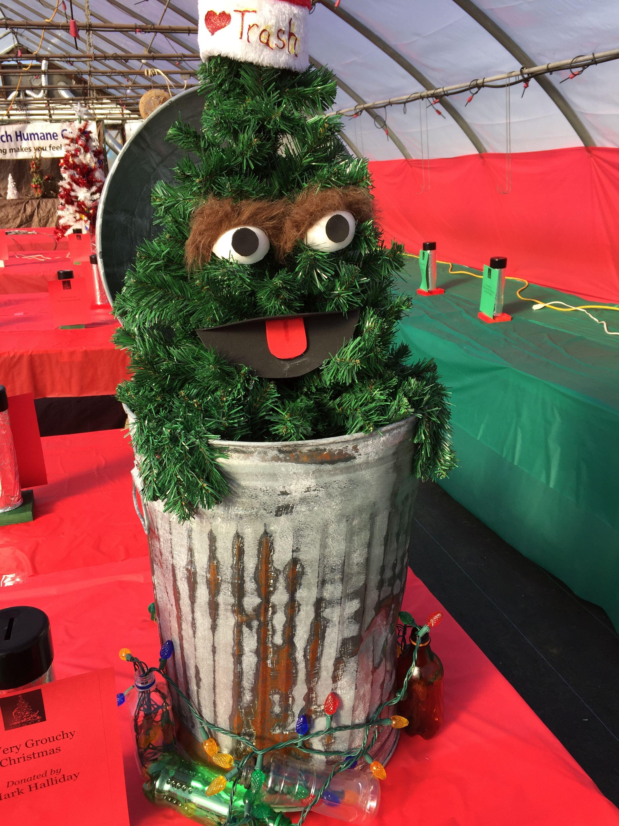 Oscar the Grouch Christmas Tree. Creative Christmas tree