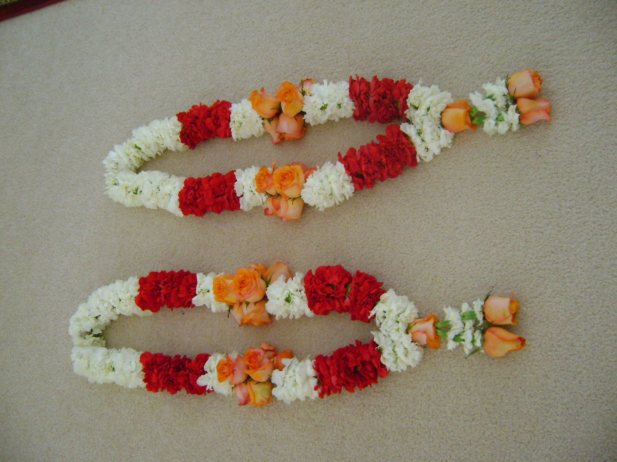 Mehndi Flower Garlands : Jaimalas flowers garlands wedding and