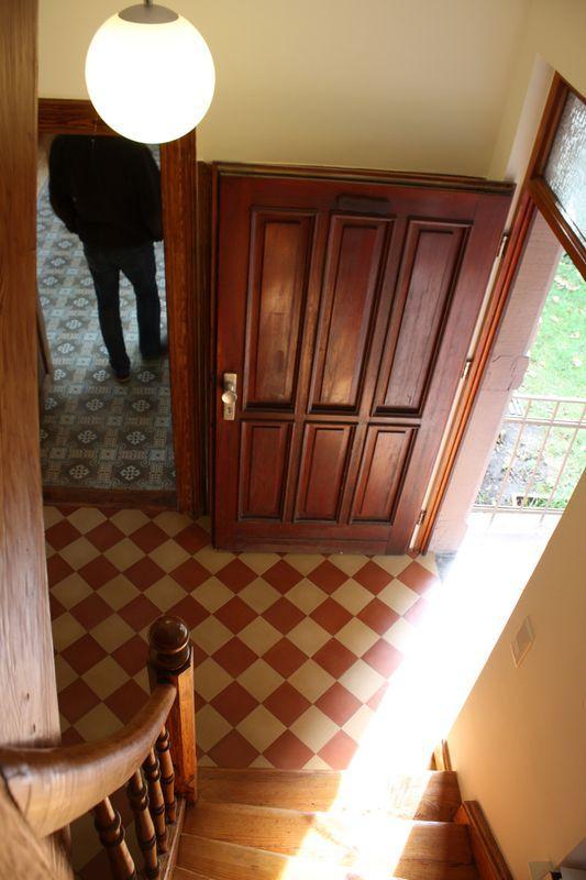 via zementmosaikplatten in rot und wei sch ne fliesen und platten f r flur und wohnr ume. Black Bedroom Furniture Sets. Home Design Ideas
