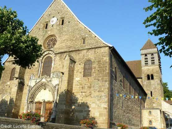 La iglesia de la abadía de Saint-Chef, Rhône-Alpes, Francia http://www.petit-patrimoine.com/fiche-petit-patrimoine.php?id_pp=38374_1