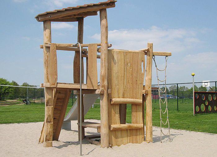 Good Rutschenturm mit Kletterwand aus Holz Ziegler Spielpl tze