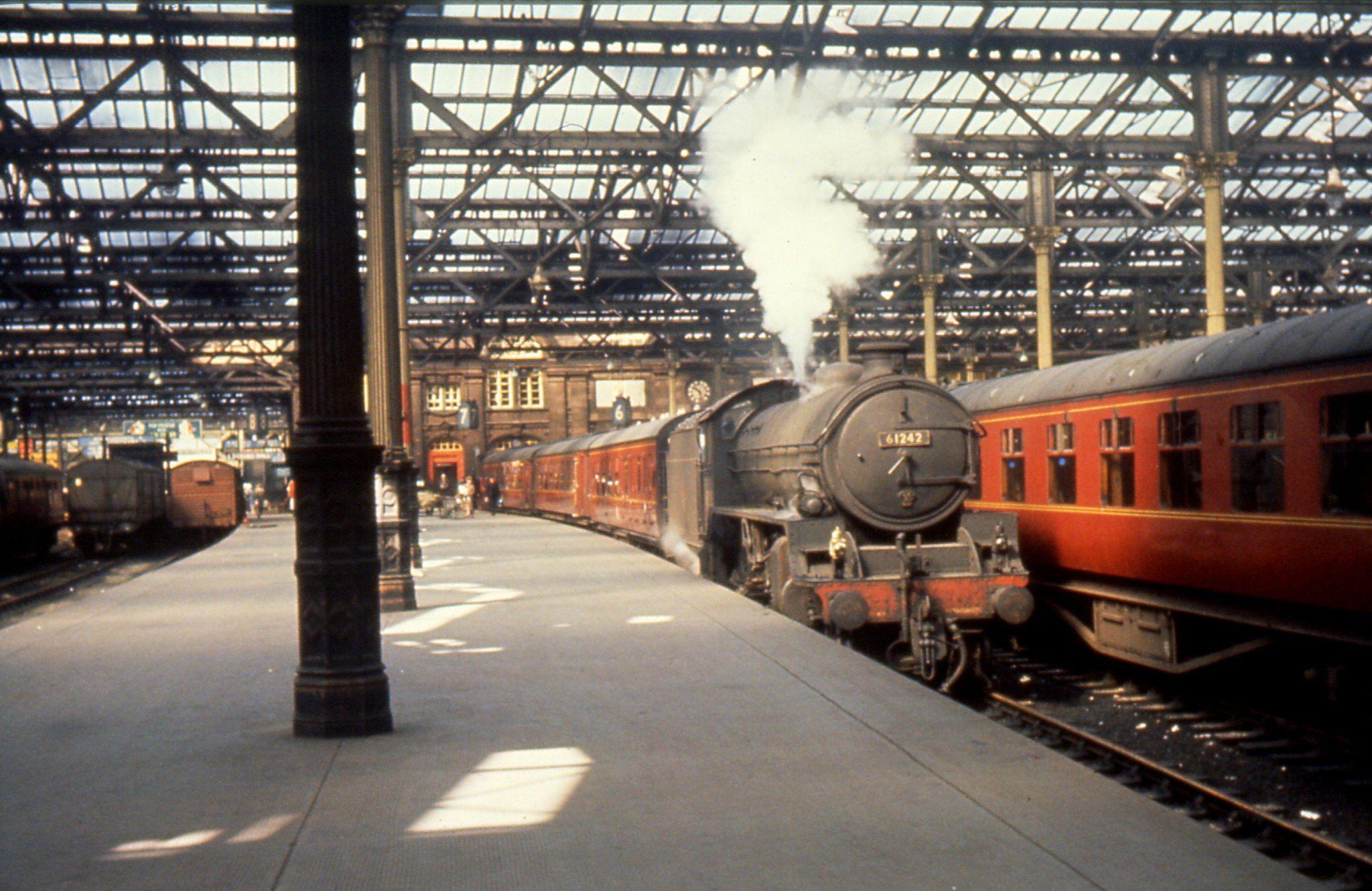 Br 5mt B1 4 6 0 Loco No 61242 Is At Edinburgh Waverley Date Unknown R W Lynn Collection Railway Station Edinburgh Steam