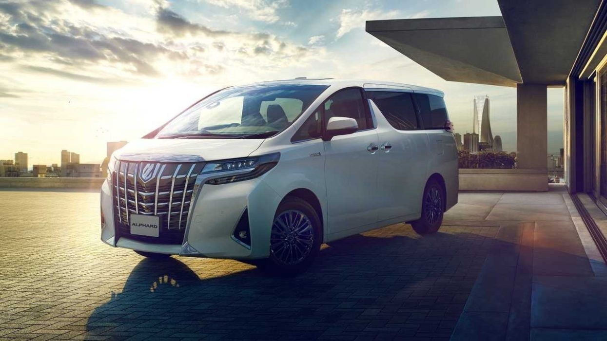 The 2020 Toyota Alphard Will Get A Facelift According To The Most Recent Reports This Minivan Is Extremely Popular In Japan And It Kendaraan Orang Lucu Lucu