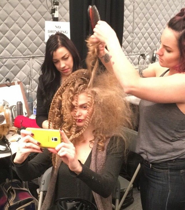 Crimped hair and curls at Naeem Khan