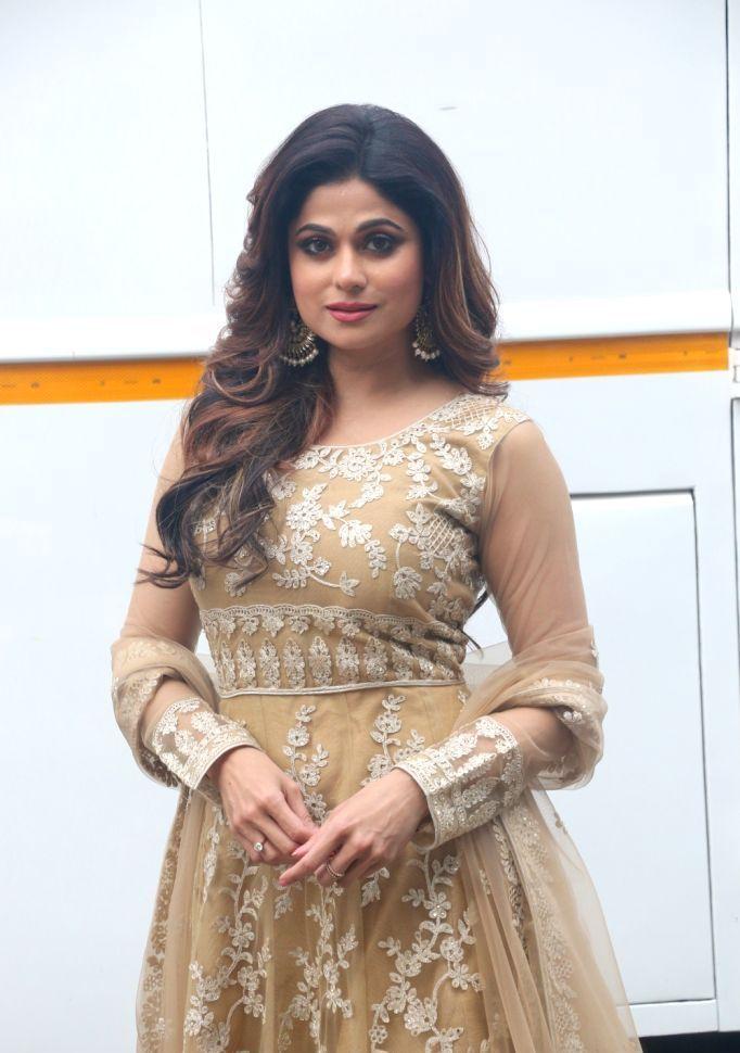 Beautiful Indian Actress Nagma In Yellow Saree | Bollywood ...