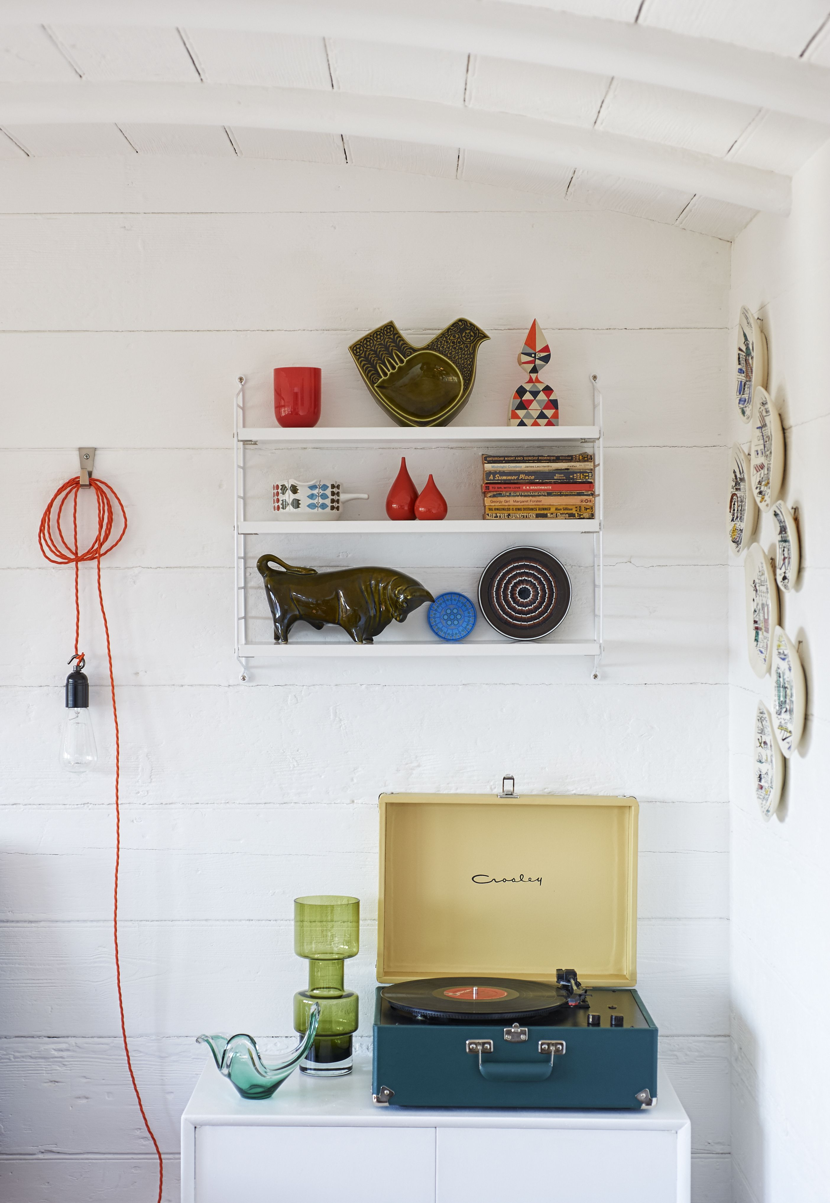 Mini Moderns beach house with Crosley record player and our home ...