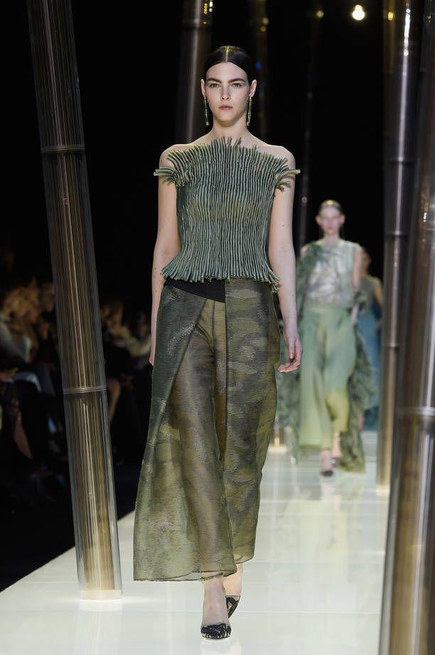 Paris haute couture pe 2015, collezione Giorgio Armani privè | Abito con corpetto | FOTO
