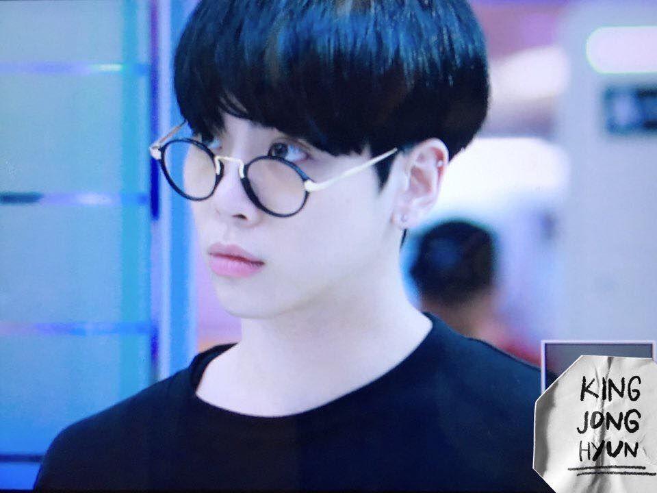 Jonghyun With Glasses And New Black Hair Com Imagens Jonghyun