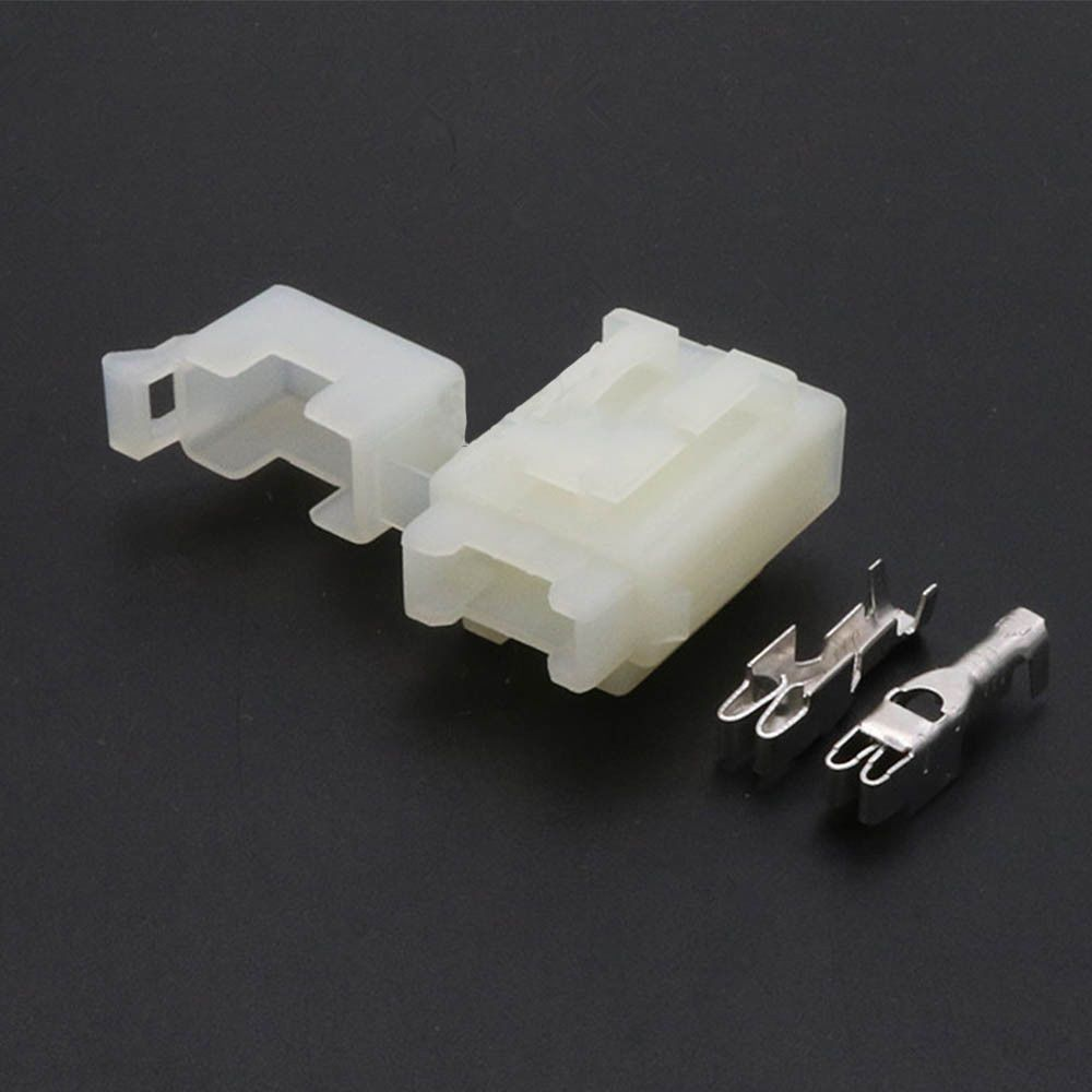 $2.6 - Bx2017C Car Fuse Box With 2Pcs Terminal For Small Fuse White Plastic  Molded Case