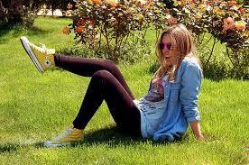 converse amarillas outfit