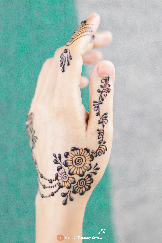 كيف تتعلم تصميم موقع قران بسيطة تصميم موقع قران جديدة تصاميم موقع قران جميلة تصاميم الحناء ٢٠٢٠ Henna Hand Tattoo Mehndi Designs Hand Henna