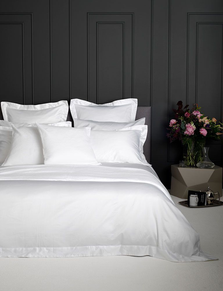 Luxury White Bedding 100 Cotton White Contrasts Perfectly Against This Dark Wall This Simple Co Luxury White Bedding Hotel Style Bedroom Bed Linens Luxury