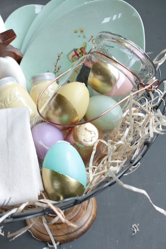 3 themed easter basket ideas basket ideas easter baskets and easter 3 themed easter basket ideas hostess easter basket created by blogger taryn of design negle Images