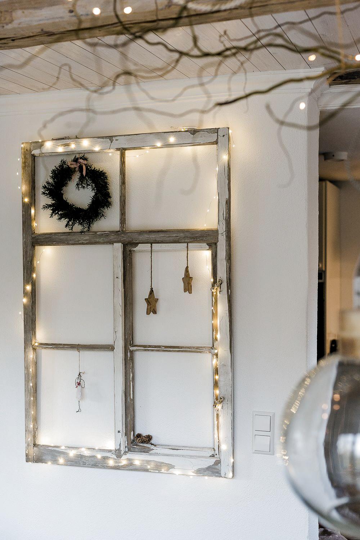 Weihnachtsdekoration mit altem Fenster, Pomponetti #weihnachtsdeko #upcycling #vintage