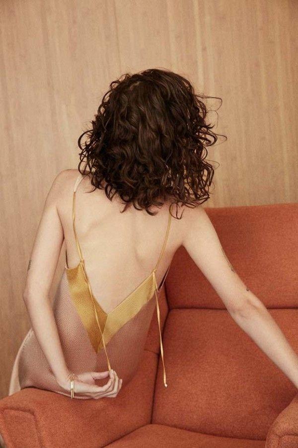 De la cama a la calle divina: el estilo lencero -> http://chezagnes.blogspot.com/2016/06/Slip-dress-trend.html #slipdress #fashion #trend #streetstyle