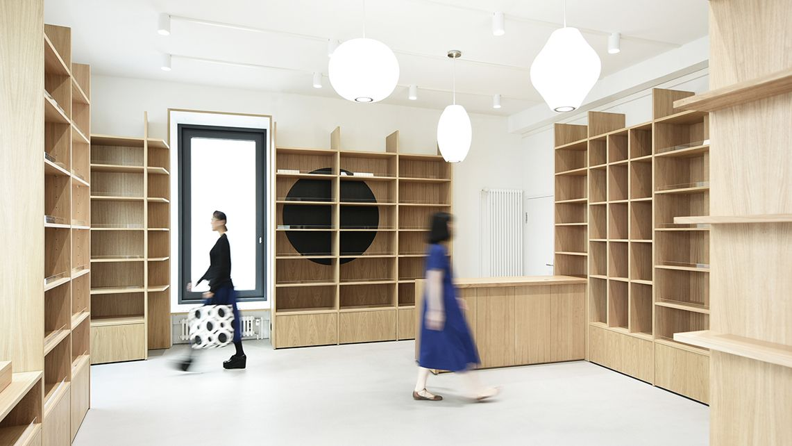 Japan Shop Falkenstrasse Hosoya Schaefer Hat Den Bau Eines Japan Shops In Der Altstadt Von Zurich In Der Falkenstrasse A Furniture Details Furniture Japan Shop