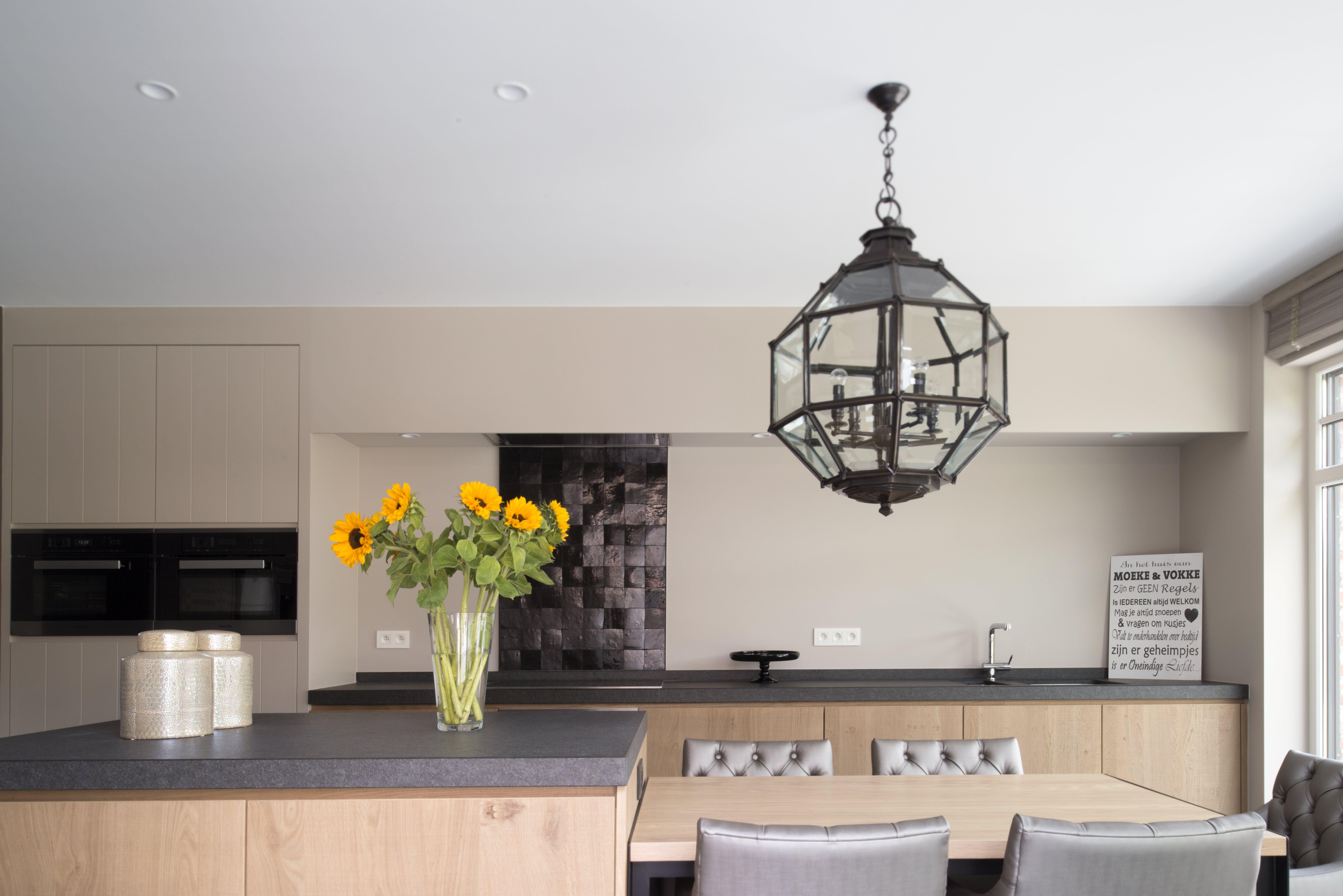 Landelijke keuken in fineer met granieten werkblad interieur