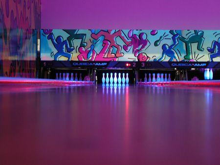 Pin By Sk𝒆𝒍𝒍𝒂ton On ɢᴜᴛᴛᴇʀ ʙᴀʟʟᴇʀ Neon Noir Bowling Alley Bowling