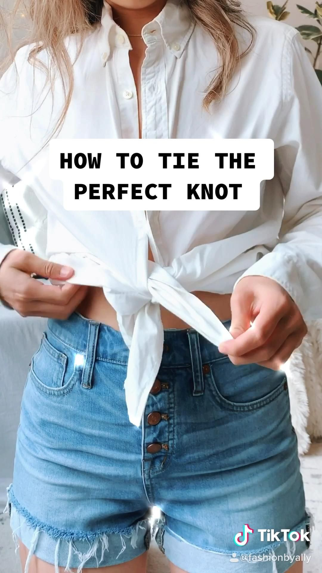 How To Tie The Perfect Knot Video Shirt Refashion Casual Outfits Fashion Hacks Clothes