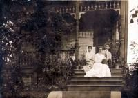 Annie, Mary, and Harry Sellers