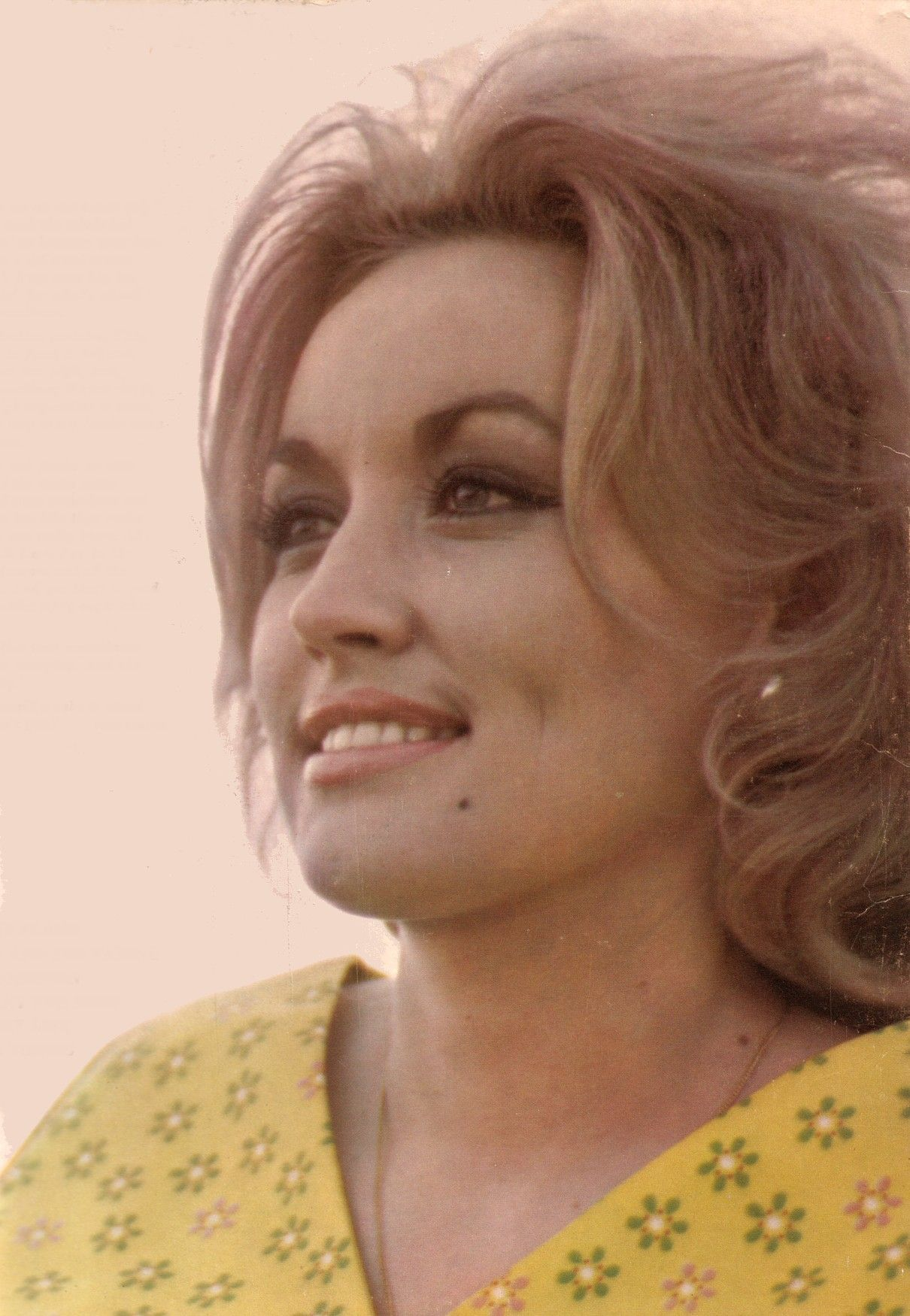 Dolly Parton-then.  Beautiful features.