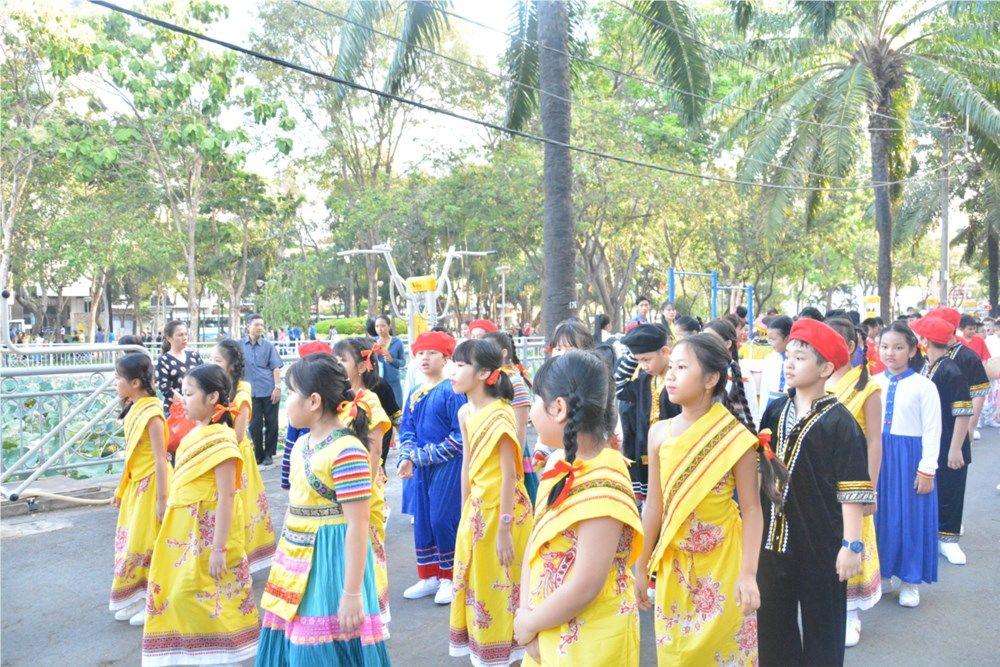Áo cờ đỏ sao vàng trường Tiểu học Nguyễn Bỉnh Khiêm - Hình 2