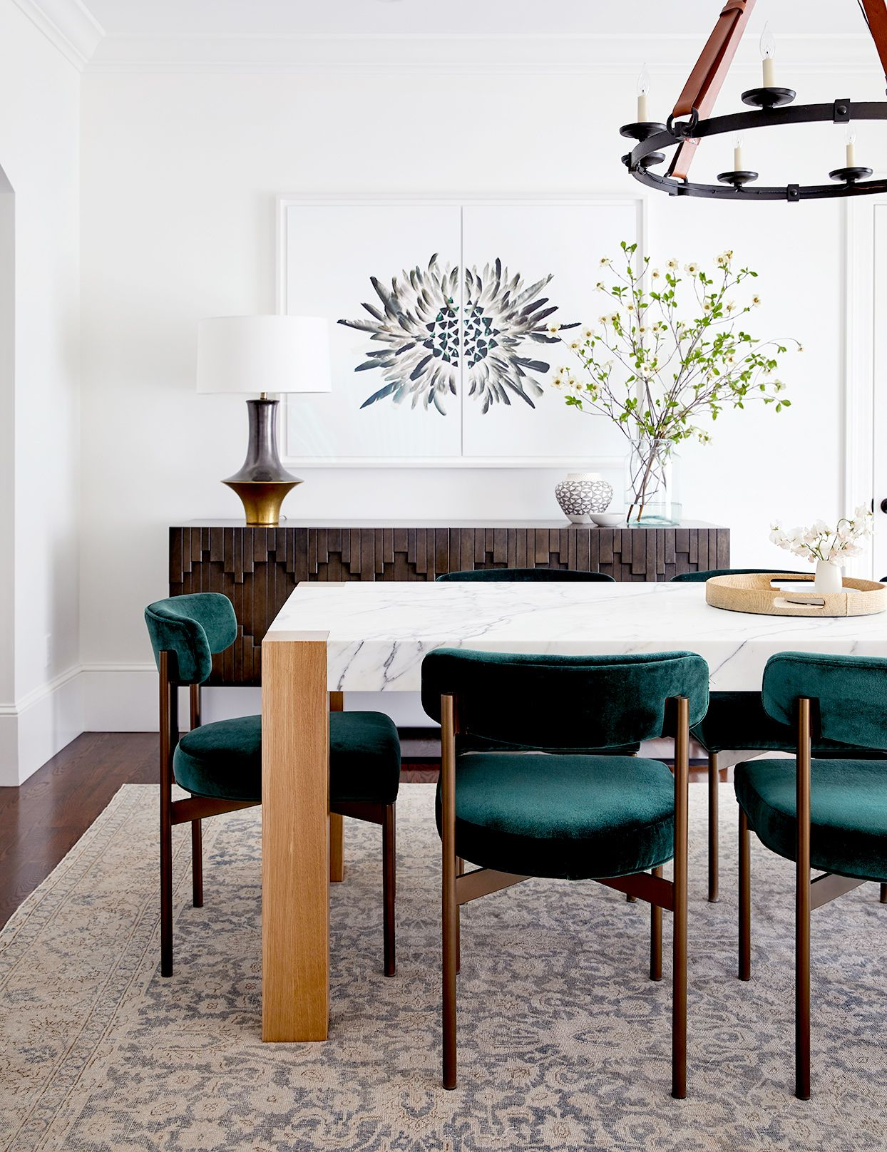 This San Francisco Home S Design Pays Homage To Its Lovely Architectural Bones Dining Room Interiors Green Dining Room Dining Room Design