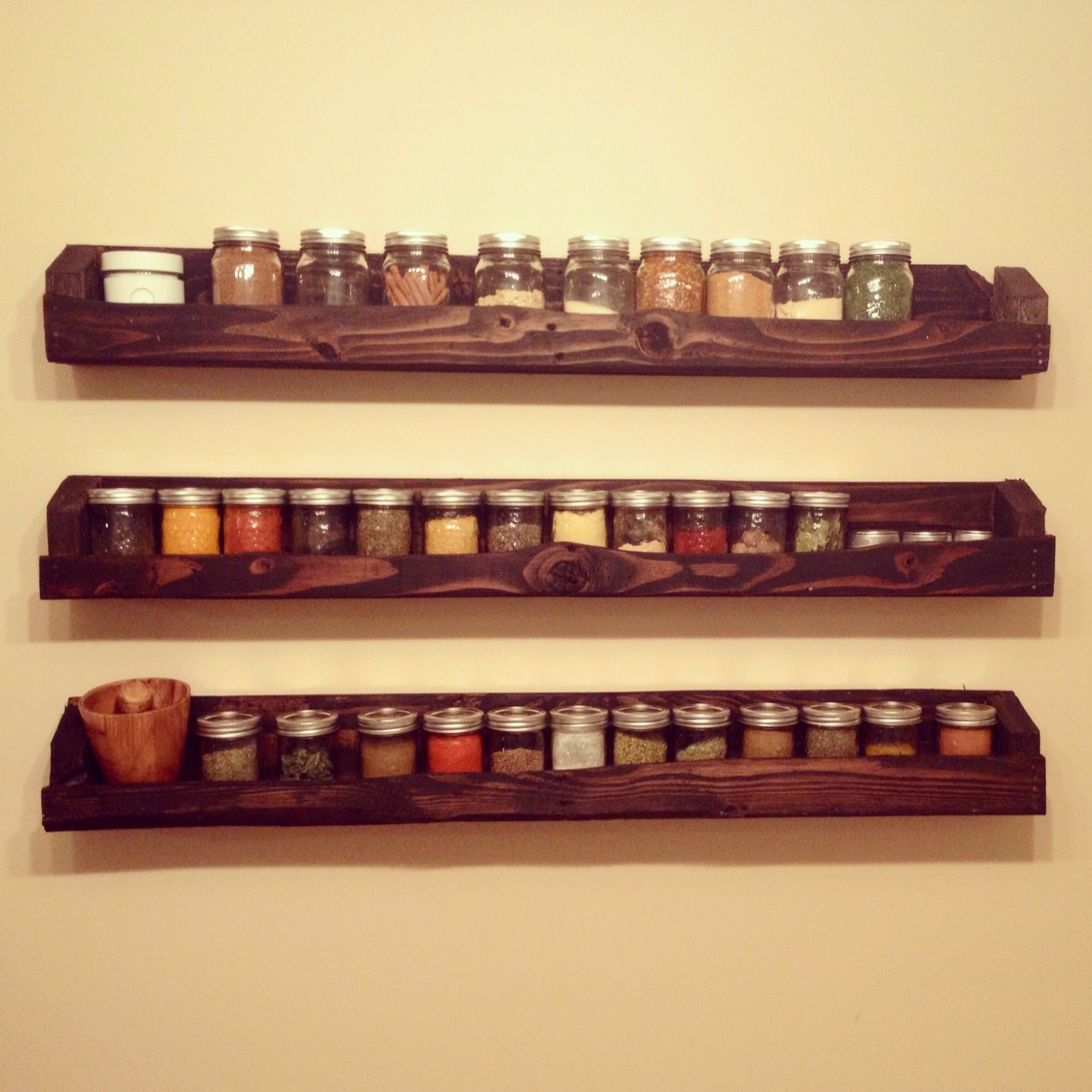 Pallet and mason jar spice rack :) | Mason jar storage | Pinterest ...