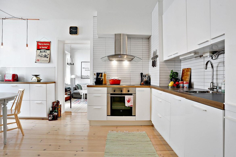 Ett kök som inbjuder till både matlagning och social samvaro. Fjärde ...