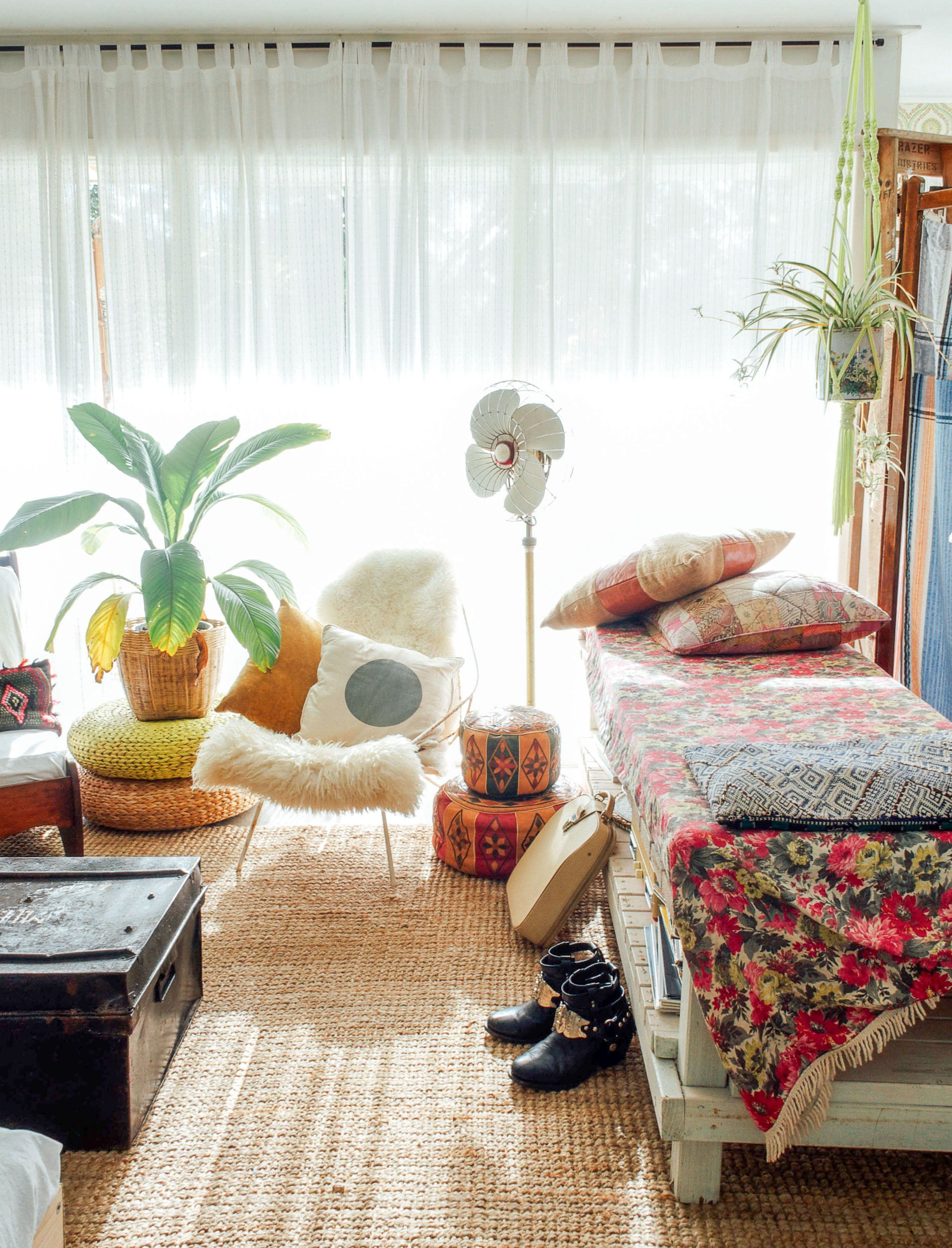 This Country Has the Most Boho Casual Living Rooms Ever | Casual ...