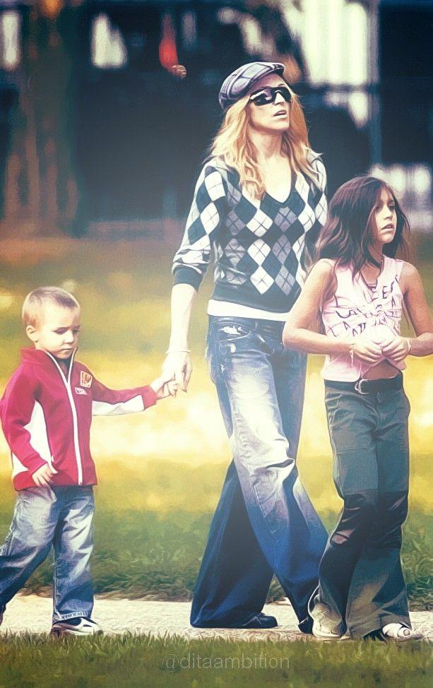 Madonna, Rocco & Lola, 2004.