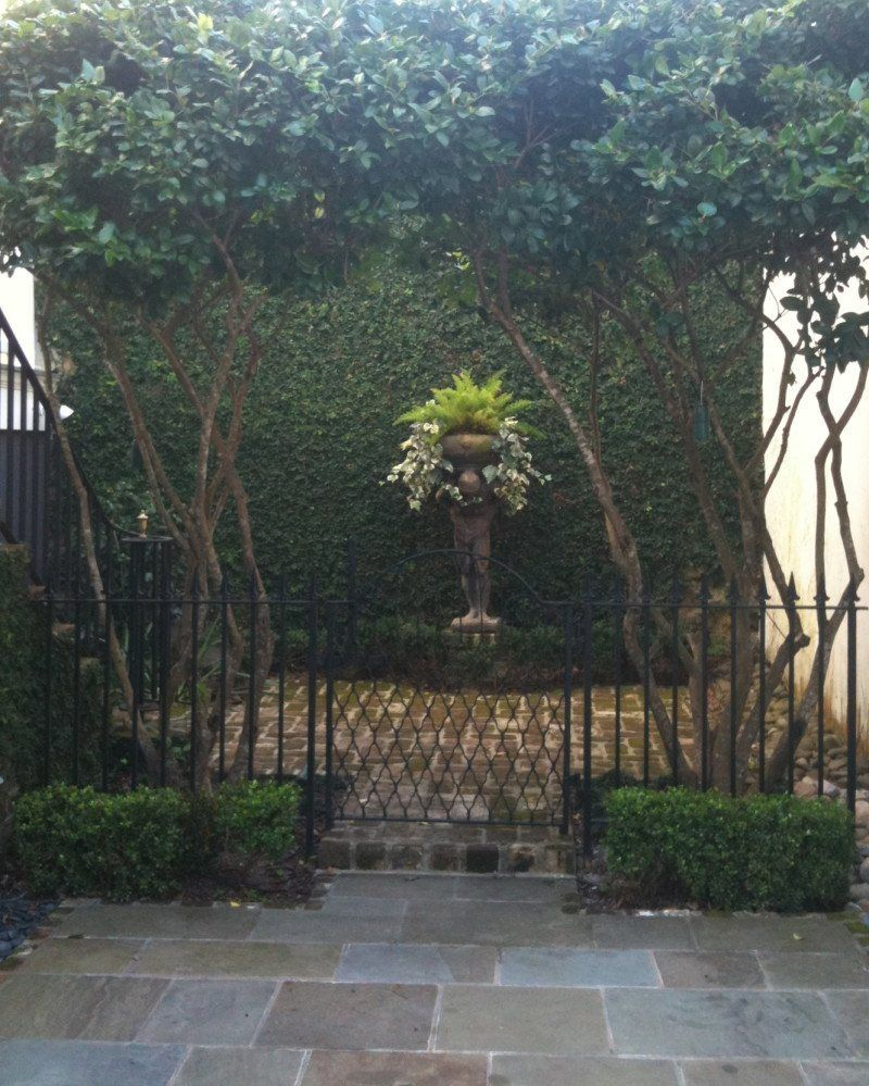 statue planter framed Savannah gardens, Planter trellis