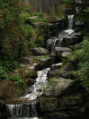 How Do I Set Up a Backyard Waterfall? Cascadas, Estanques y Fuentes - fuentes de cascada