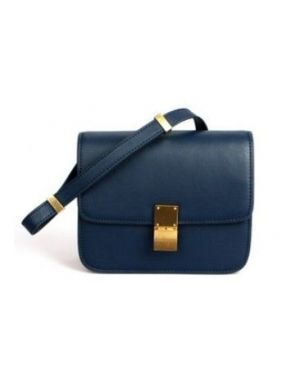 38e03f226e40 The poor woman s Celine box bag - Jessica Buurman SOAN